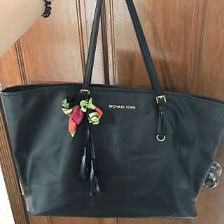 Authentic Michael Kors Jet Set Tote Bag