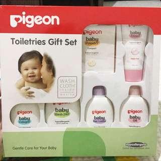 Pigeon Toiletries Set