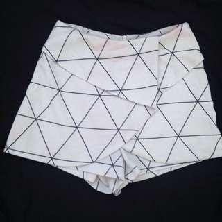 Geometric Striped Shorts Size 6
