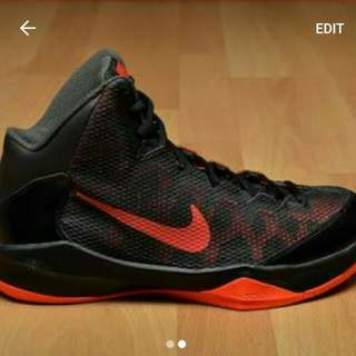 Basketball Shoes, Never Worn 10/10 Condition solid Shoe. Size:11.5