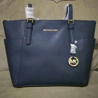 REPRICE!!! Brand NEW with tag.. Last Stock Michael Kors Jetset Travel Tote Navy.. Jaminan Murah Banget