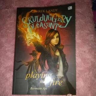 Novel Skulduggery Pleasant ( Bermain Api )