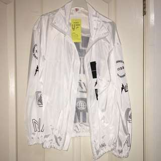 SMALL LIGHTWEIGHT WHITE JACKET