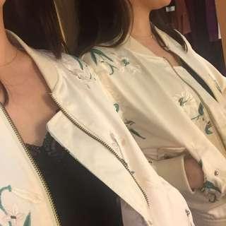 《絕對優雅》!現貨!米色刺繡亮面棒球外套