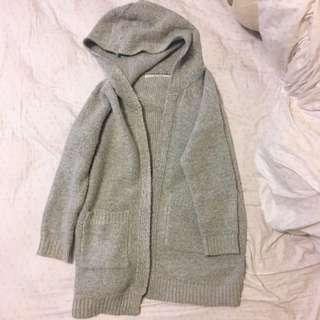 淺灰厚針織外套