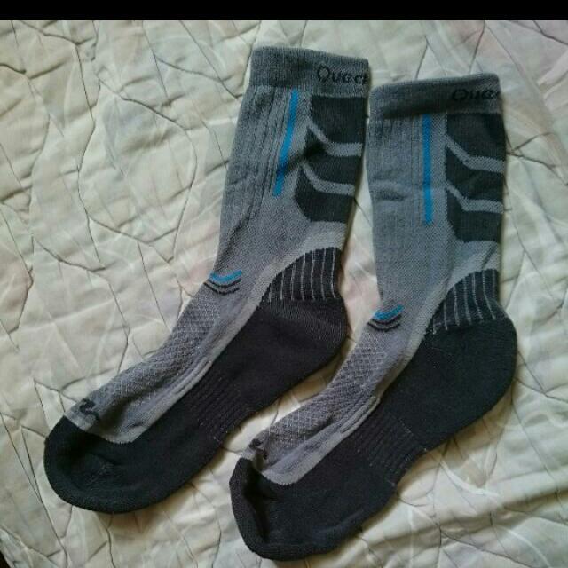 迪卡儂機能登山襪子
