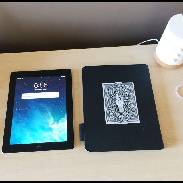 Apple New iPad 4 with Retina Display 16GB Wi-fi + Cellular - Black (MD522X/A)