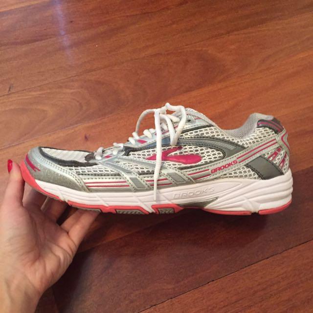 Brooks Intercept DRB Accel Runners Size 9
