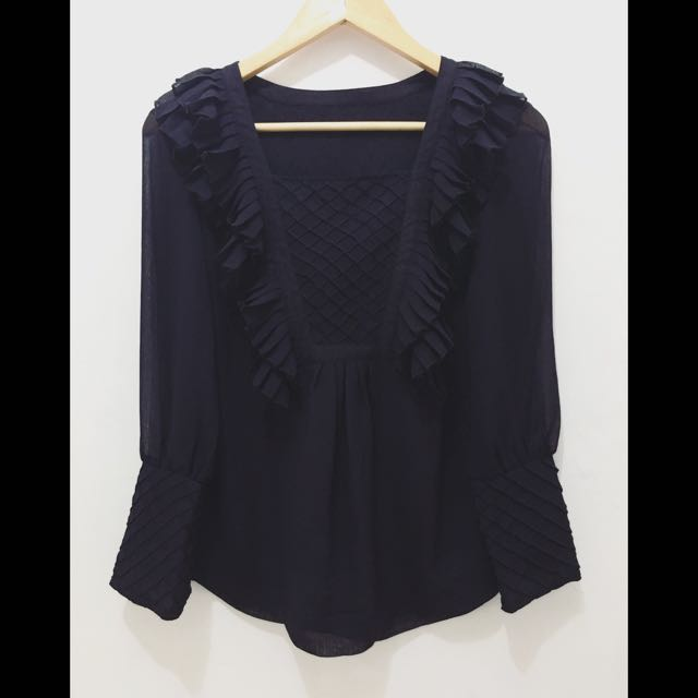 ON SALE! Dainty Ruffled Top ( Very Pretty )