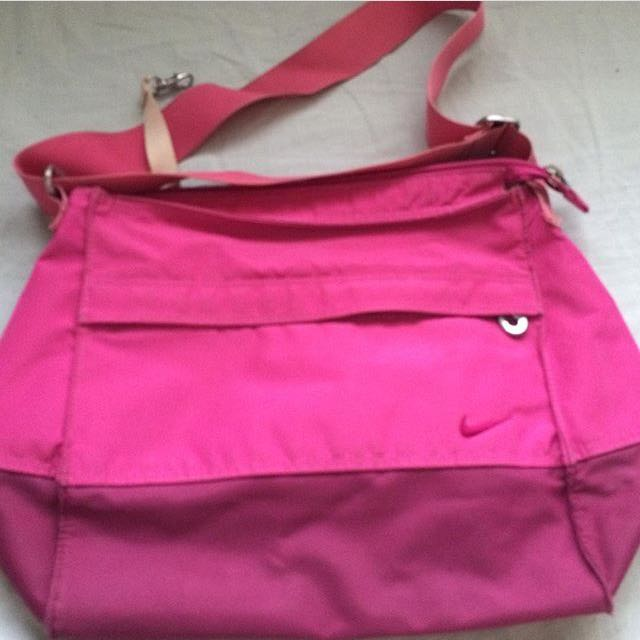Nike sling Bag, Women s Fashion, Bags   Wallets on Carousell 9805b942c0