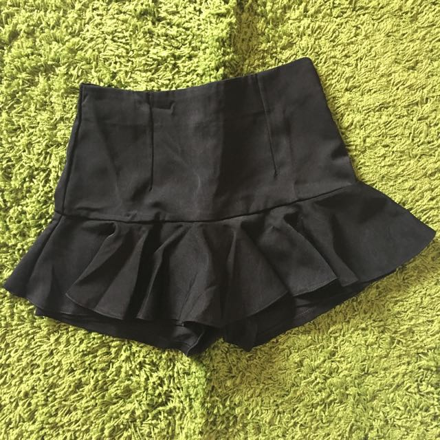 PEPLUM SHORT PANTS