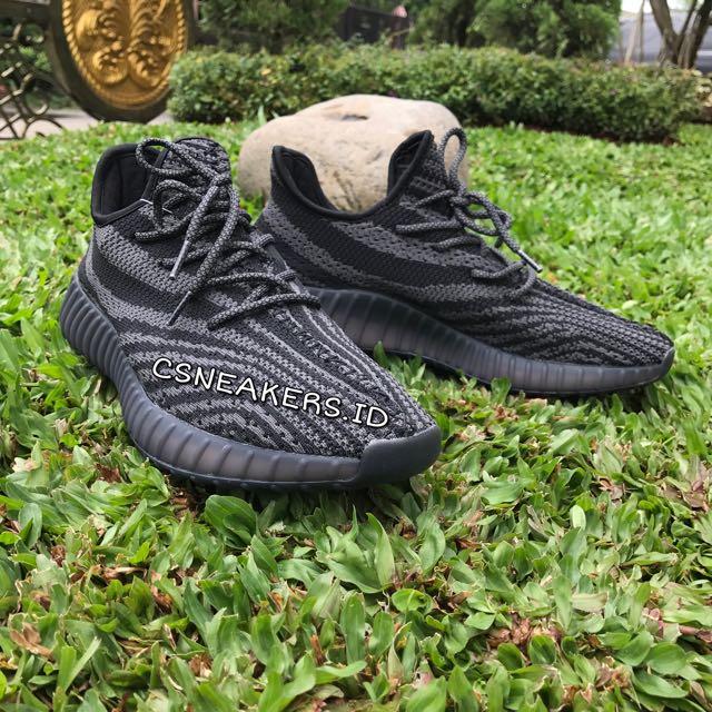 2443add983077 Sepatu Pria Adidas Yeezy Boost 550 Black Grey