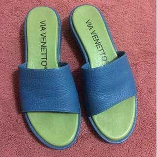 Via Venetto Blue Sandals (size 5)