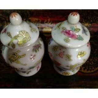 半世紀的老收藏~手工彩繪掌中瓷瓶一對
