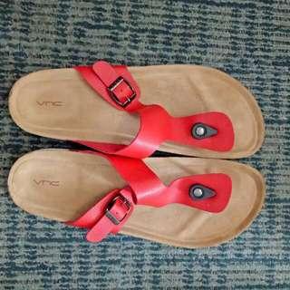 Sendal VNC Size 40 Warna Merah.