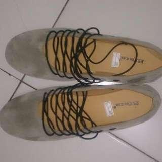 Sepatu Bludru Ukuran 38