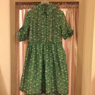 綠色碎花連身裙