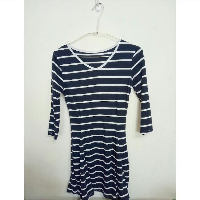 條紋藍白傘狀洋裝