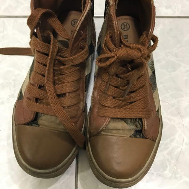 巴寶莉鞋子