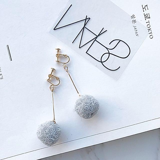 ‼️特價199含運‼️夾式 灰色毛球耳環