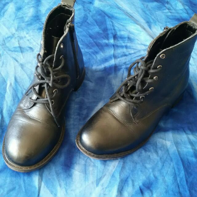 Black Leather Ankle Boots ~ Size 5