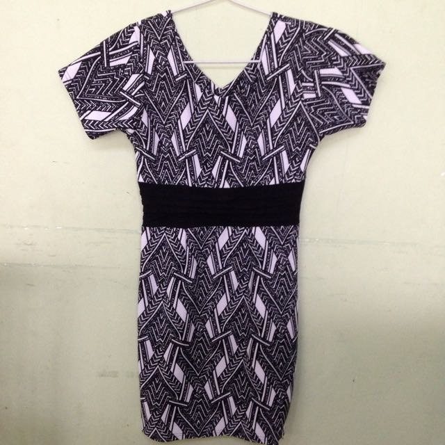 Dress Hitam Putih / Black & White Motif