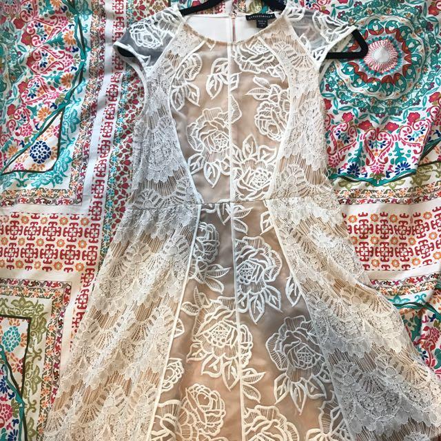 Gorgeous shite lace detail dress