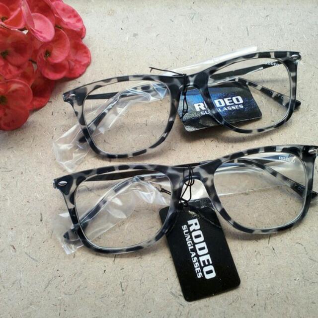 Kacamata Kotak Frame Besi