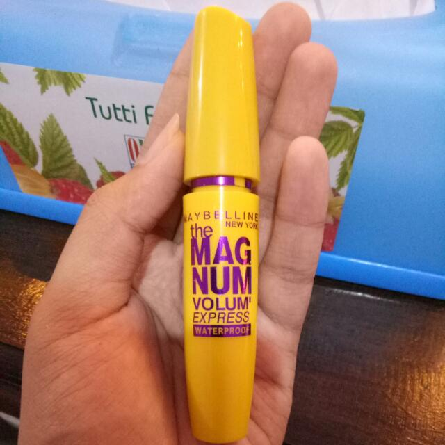 Mascara Maybelline The Magnum Volum Express Waterproof