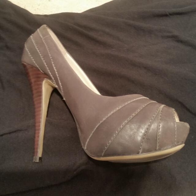NEW. Grey.Tony Bianco Size 6 Grey Heel