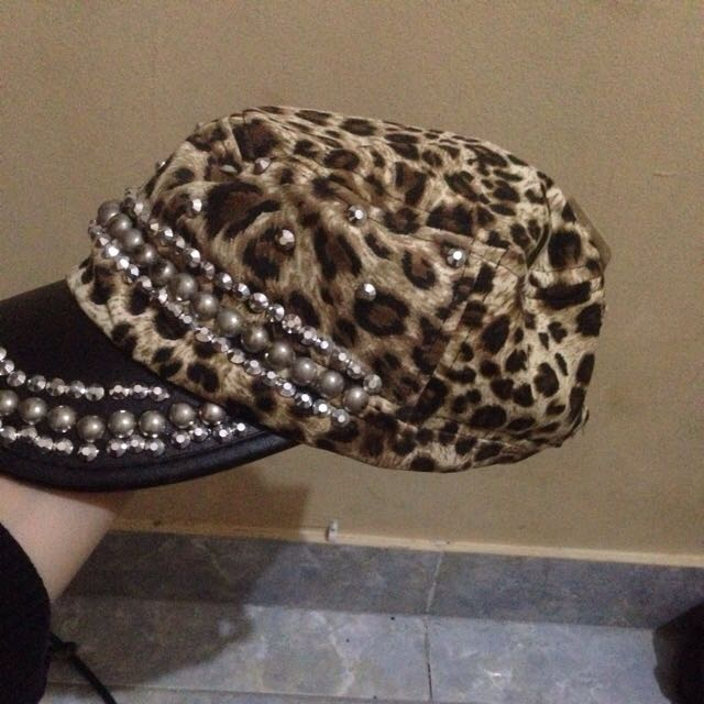 Topi Leopard Pattern