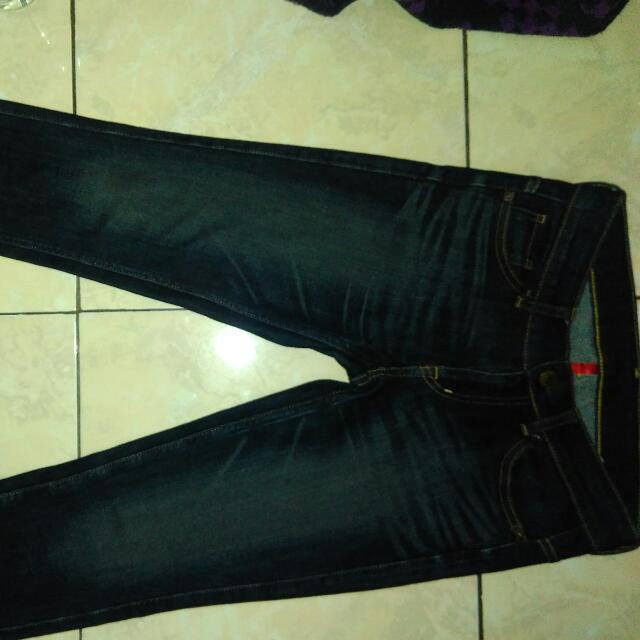 Uniqlo Skinny Fit Tapered