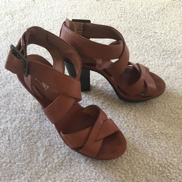 WITTNER Leather Heels (Size 37)