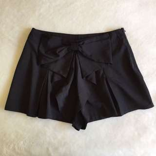 Black Shorts With Bow Design, Size 10