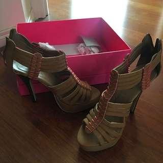 *NEW High Heels (dotti)
