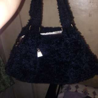 BLACK HAND BAG/SHOULDER BAG