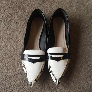 Black And White Print Flat Shoes