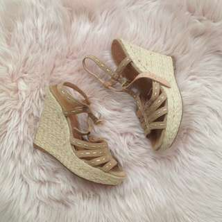 s38 Tan Weave Wedges