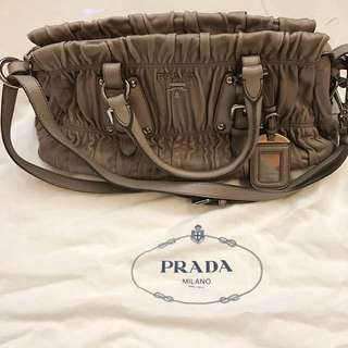 🈹Prada Leather Handbag