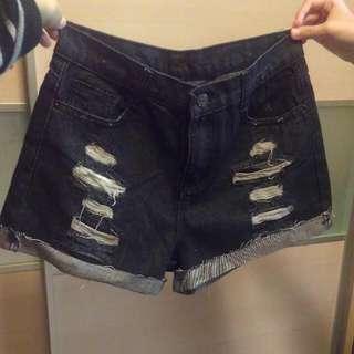 刷破不修邊黑牛仔短褲