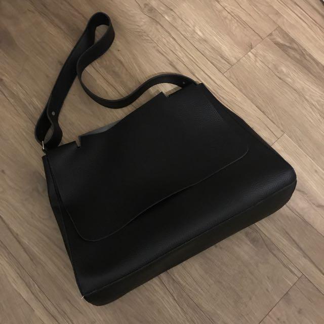 🔹黑色萬用寬帶 肩背包 電腦包 筆電包 書包
