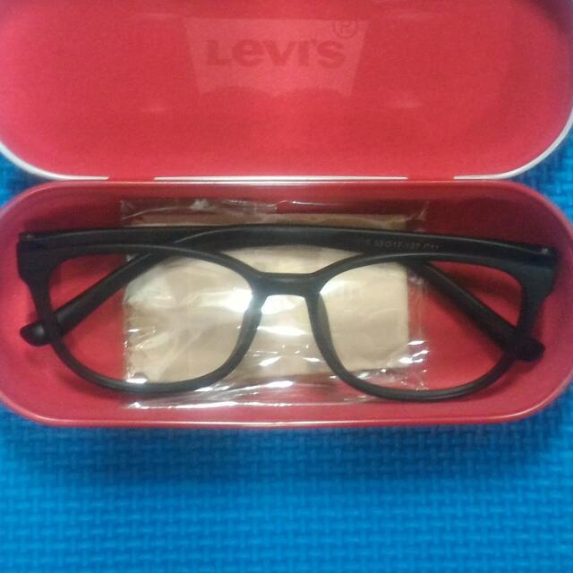 👓 無鏡片鏡框送Levi's眼鏡盒