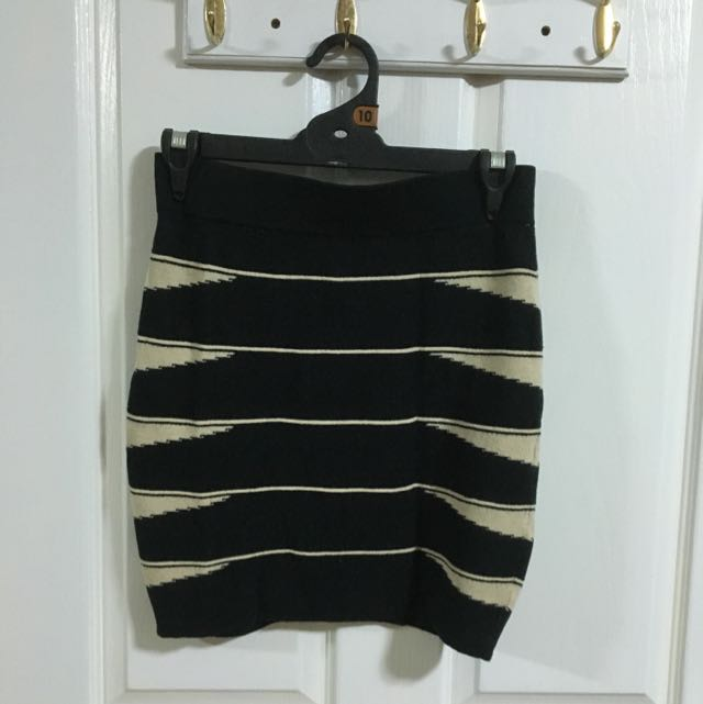Black and cream pencil skirt size 8/10