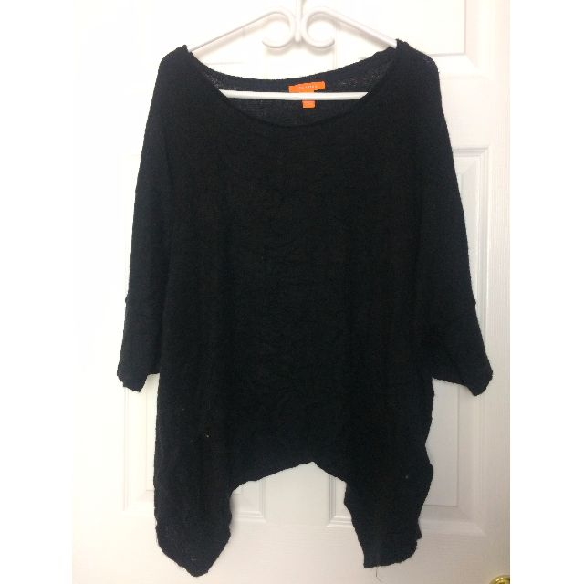 Black wide neck - 3/4 length sleeves - loose fitting