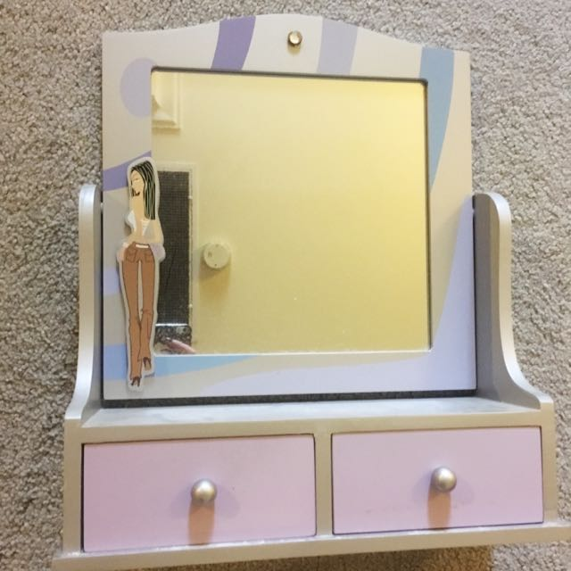 Mirror And Jewelry Stand