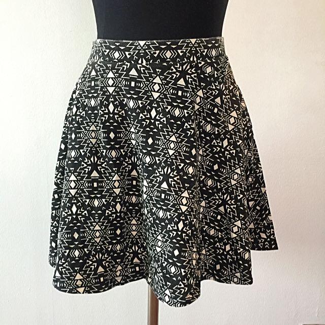Original H&M Circle Skirt In black White Pattern