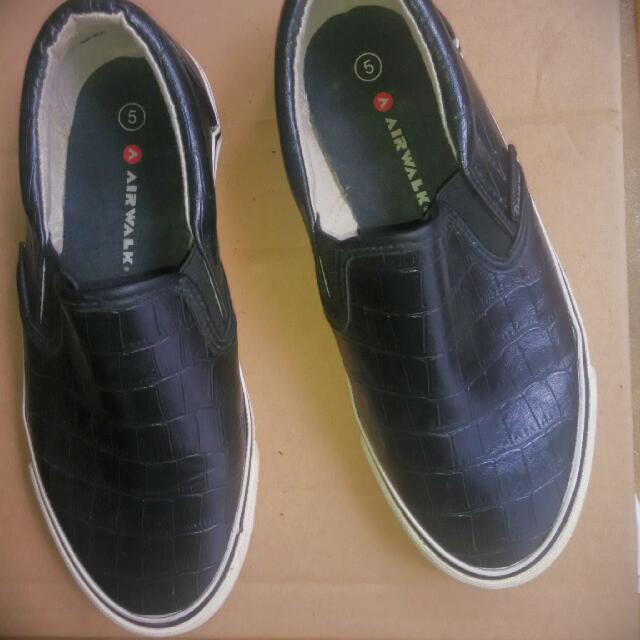 Preloved Airwalk Slip On Shoes for Women