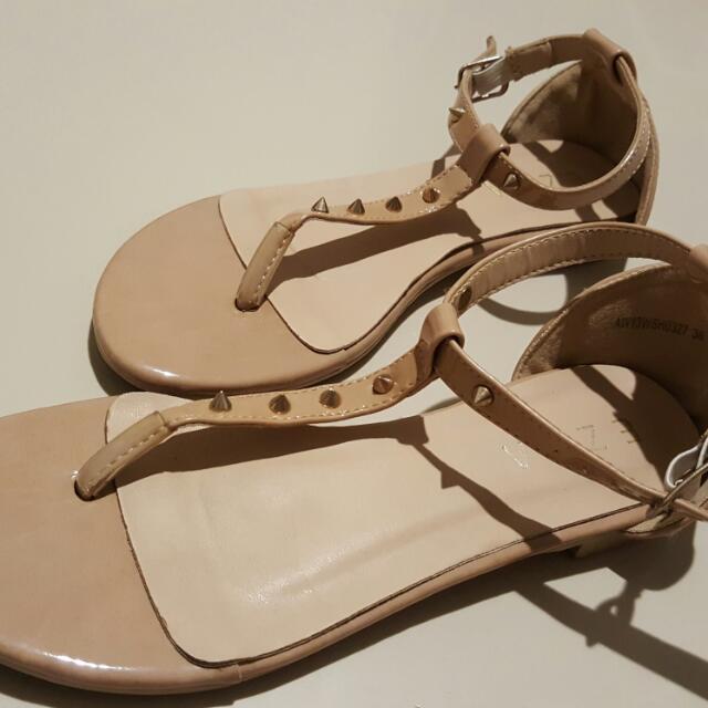 Sandal Spike Krem Size 36