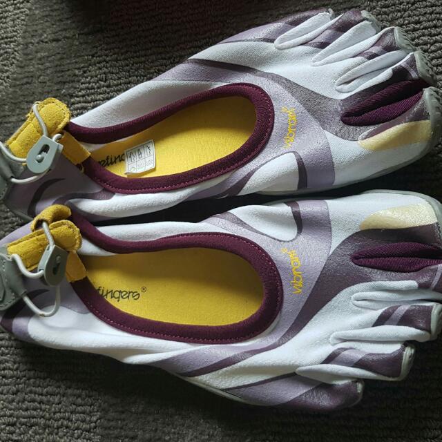 Vibram Five Fingers (rubber Shoes)
