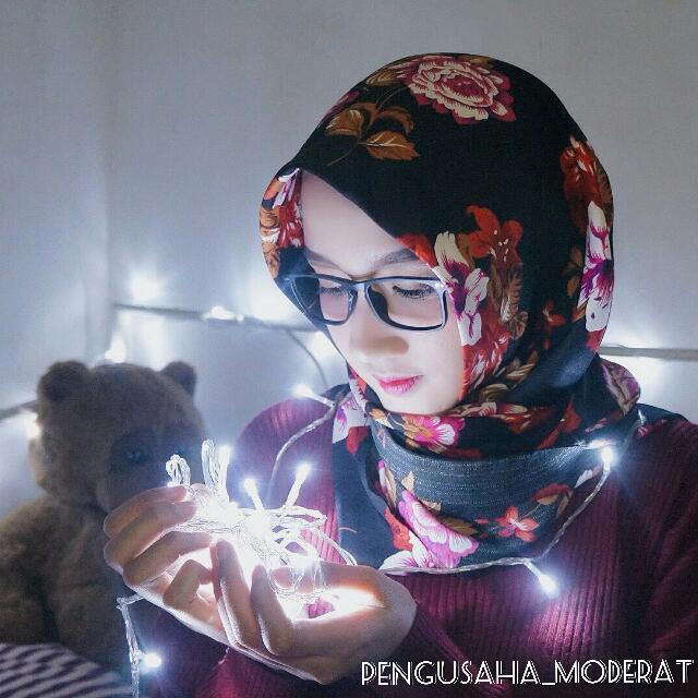 Zarra Amanda In The White Light ( Tumblr Lamp )